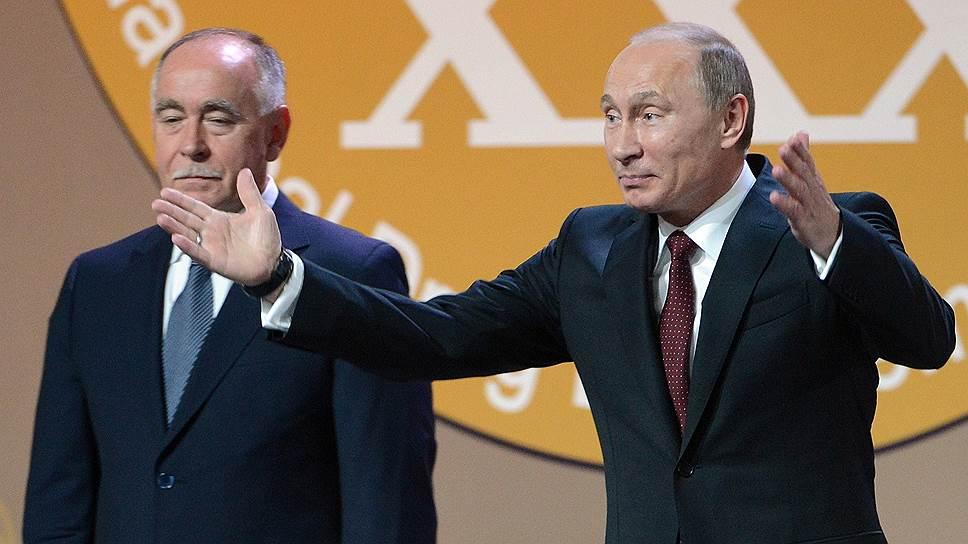 Если решение о ликвидации ФСКН будет принято, то Виктор Иванов может стать советником Владимира Путина: заместителем главы администрации и его помощником он уже был