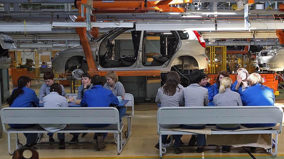 Конвейер обеспечивает рабочим втрое больше доходов, чем способно предложить государство в ходе переобучения или общественных работ