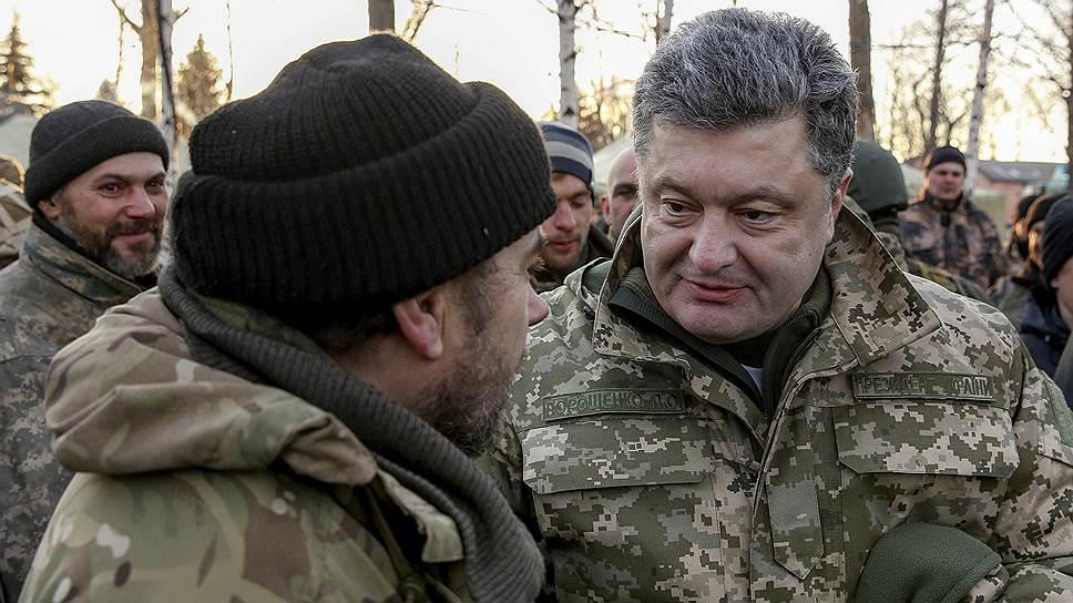 Президент Петр Порошенко решил лично встретить покинувших Дебальцево украинских военных