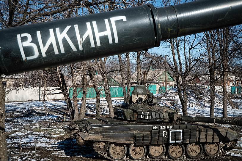 Западная сторона окружения украинских частей бойцами ДНР в районе Дебальцево. Техника ДНР под Углегорском
