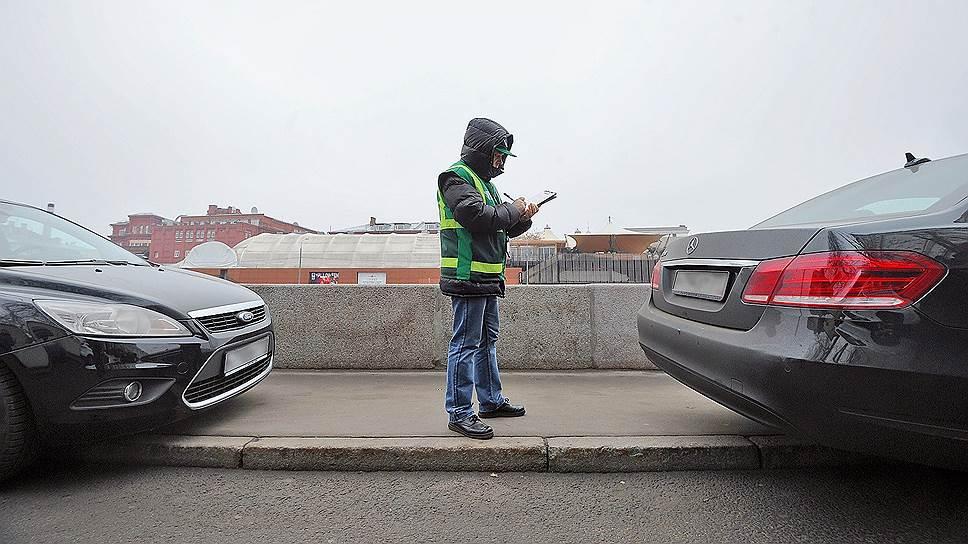 По данным Генпрокуратуры, сотрудники МАДИ, выявляя нарушителей правил парковки, сами допускали нарушения