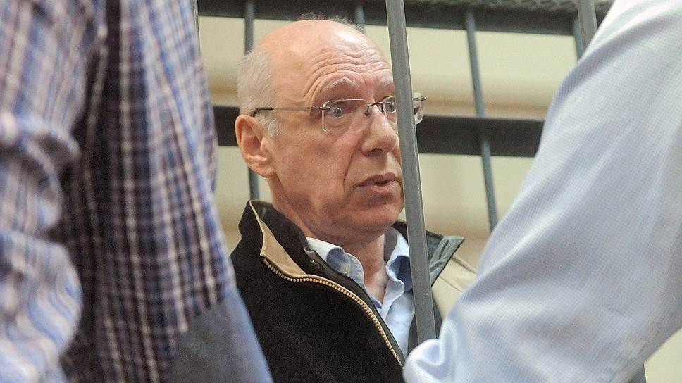 Александр Гительсон утверждает, что расплатиться с правительством Ленобласти ему помешали мировой финансовый кризис, арест и пиар-кампания по дискредитации банка ВЕФК