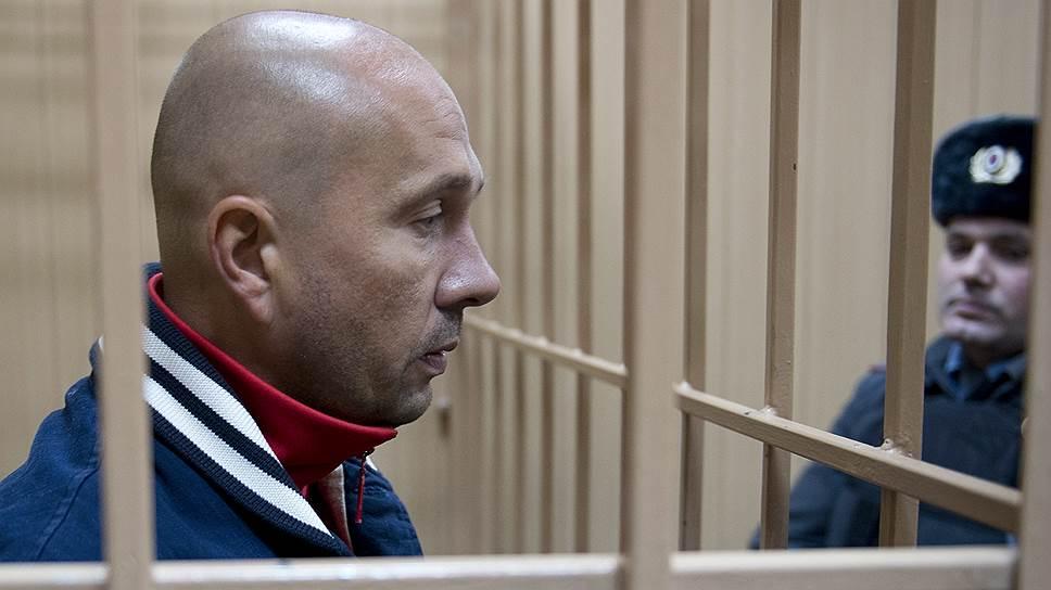 Бывший глава дочерней компании Внешэкономбанка «ВЭБ-Инвест» Алексей Шулепов, заключив сделку со следствием и выйдя на свободу под залог, перед судом уехал за границу