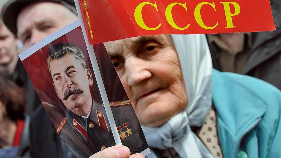Статуи Сталина готовят ко Дню Победы