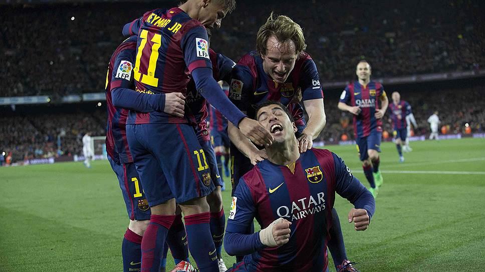 Победу над «Реалом» «Барселоне» принес Луис Суарес (внизу), которого еще недавно считали селекционной ошибкой клуба