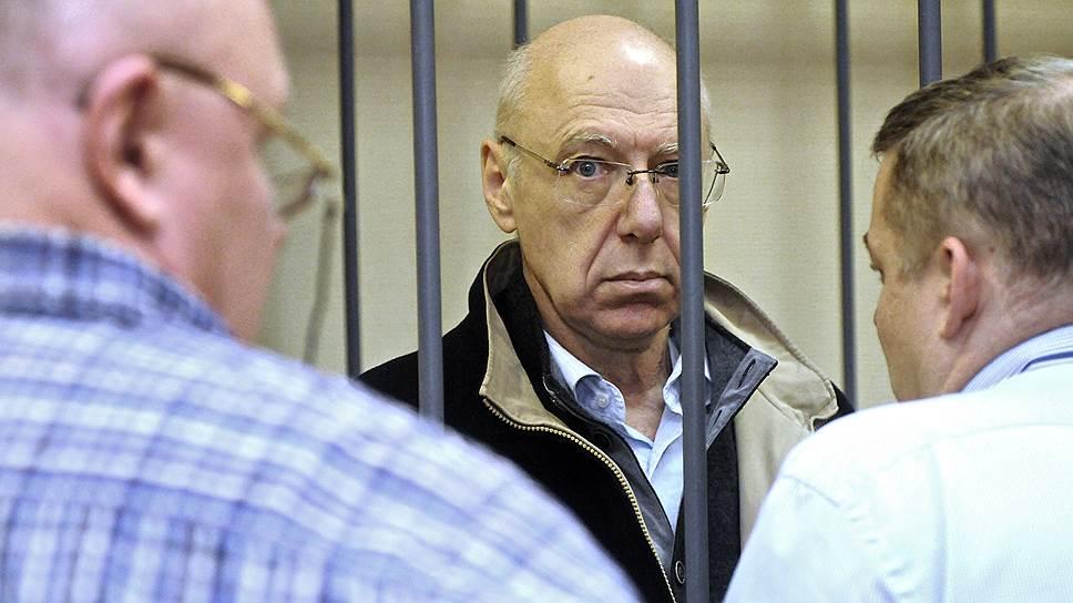 Экс-владелец банка ВЕФК Александр Гительсон получил три года за хищение почти 2 млрд руб., принадлежащих правительству Ленобласти