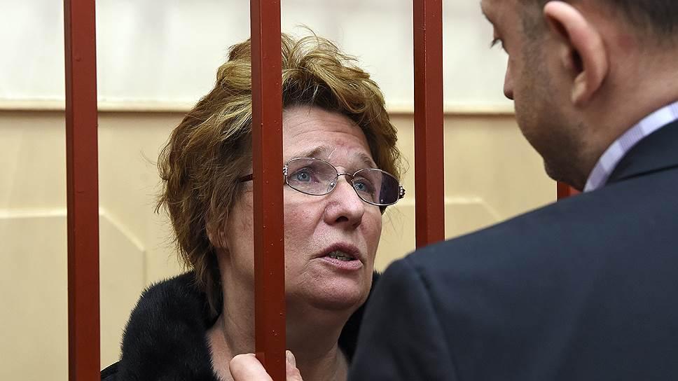 Любовь Лопатина подозревается в организации оплаты поддельных судебных постановлений о выплатах переводчикам