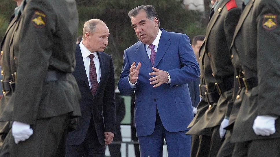 Таджикистан рассчитывает, что Россия поможет укрепить его армию (на фото рядом с Владимиром Путиным Эмомали Рахмон)