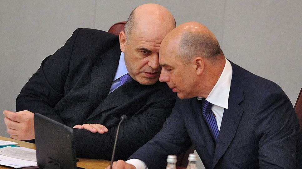 Министр финансов Антон Силуанов (справа) и глава ФНС Михаил Мишустин определили принципы неизменности налоговой политики на годы вперед