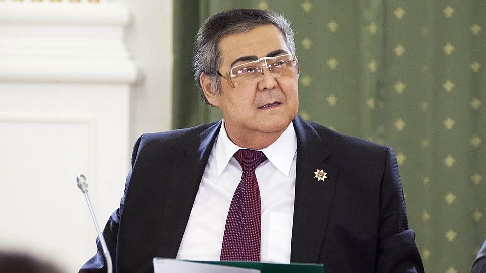 Аман Тулеев тратится на благотворительность