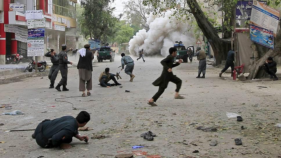 Двойной теракт в Джелалабаде заставил говорить о том, что в битву за Афганистан включилась «третья сила» — боевики «Исламского государства»