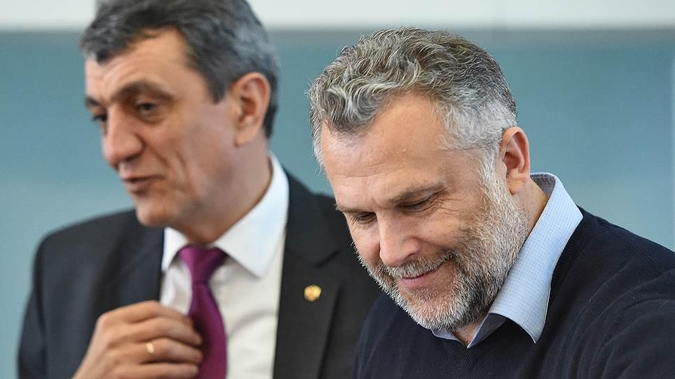 Спикер Алексей Чалый (справа), как и депутаты заксобрания Севастополя, считает работу губернатора Сергея Меняйло «недостаточной»