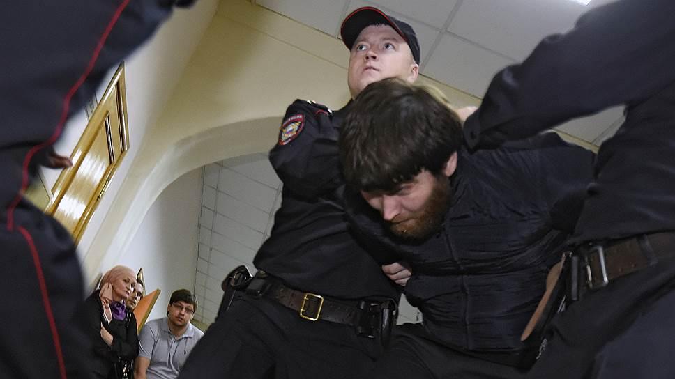 Обвиняемый в убийстве Бориса Немцова требует повторного допроса