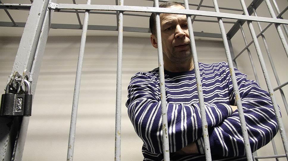 Обвиняемый приписал Евгению Ройзману квартирный интерес
