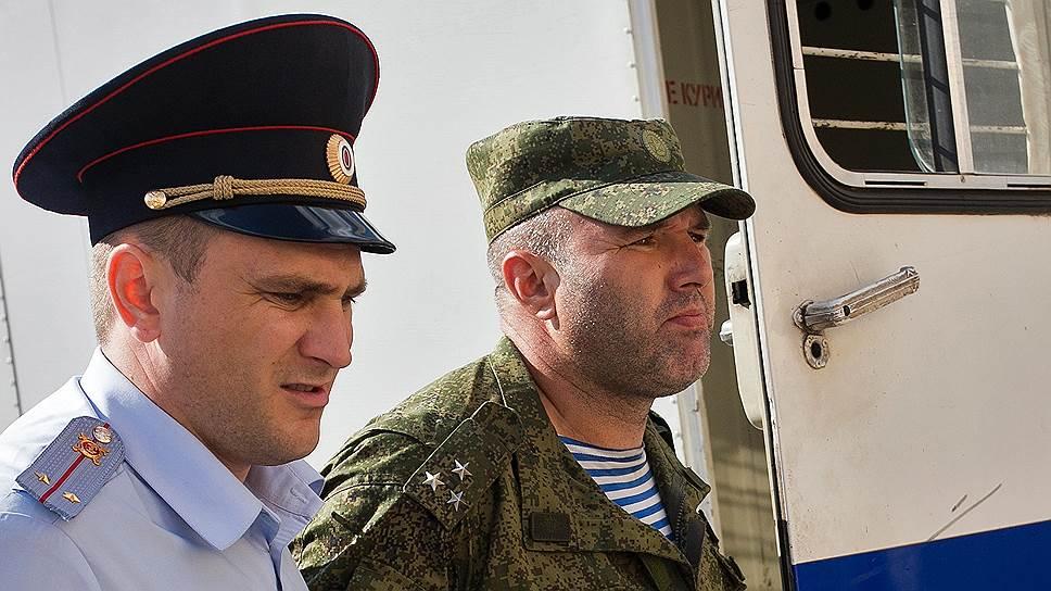 Начальника погибших десантников задержали ни за что