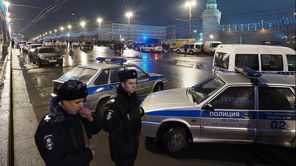 В Бориса Немцова стреляли из разных стволов
