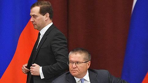 Баррель сыграл против правил // Минфин предложил отвязать расходы бюджета от цены нефти