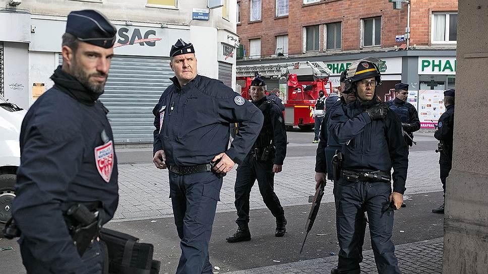 На исламистов наступают по всем полицейским фронтам