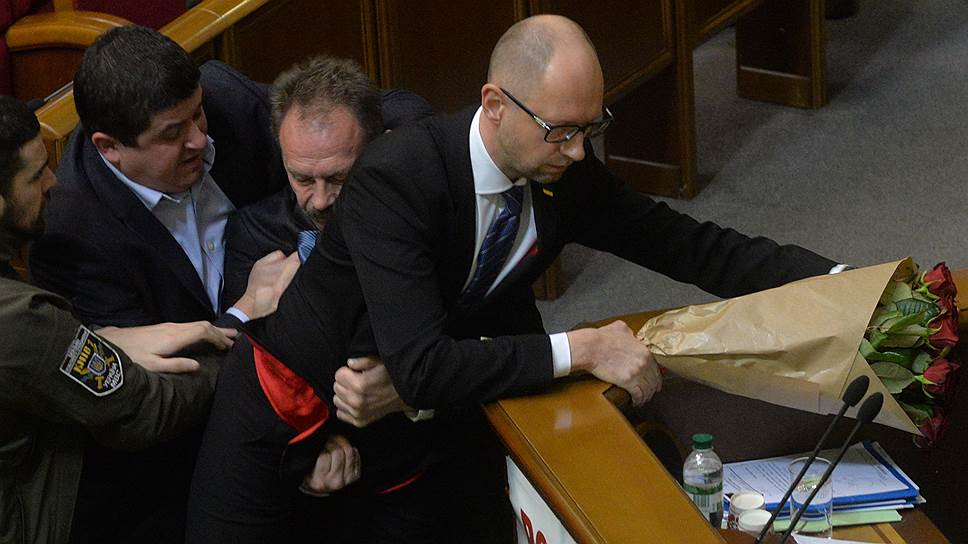 Как Арсений Яценюк отчитался от работе правительства