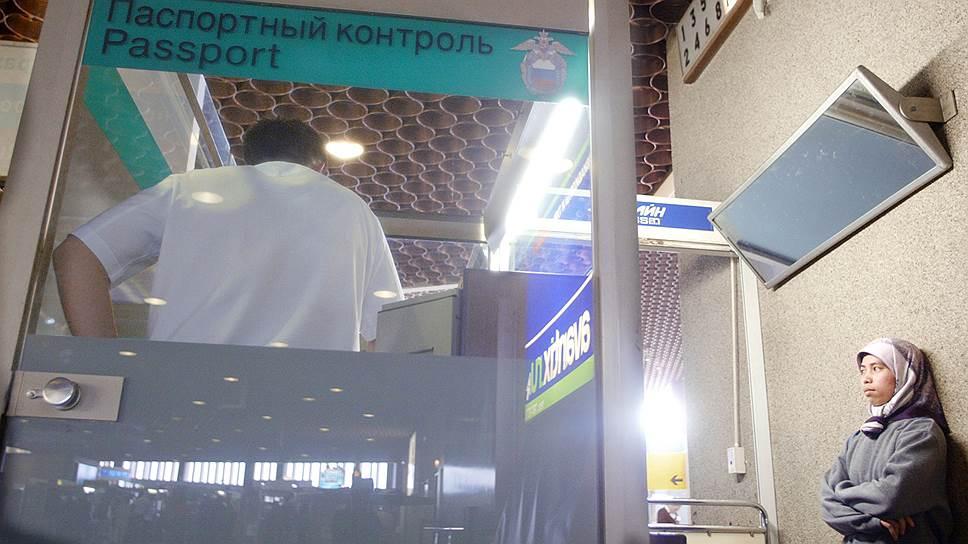 Конституционный суд разрешил не выгонять из России забывчивых иностранцев