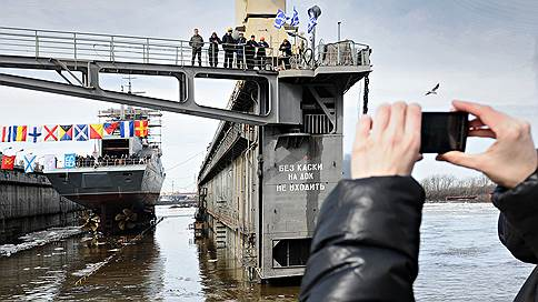Судостроение ушло в глухую оборону  / В 2015 году военных кораблей построили больше, чем гражданских