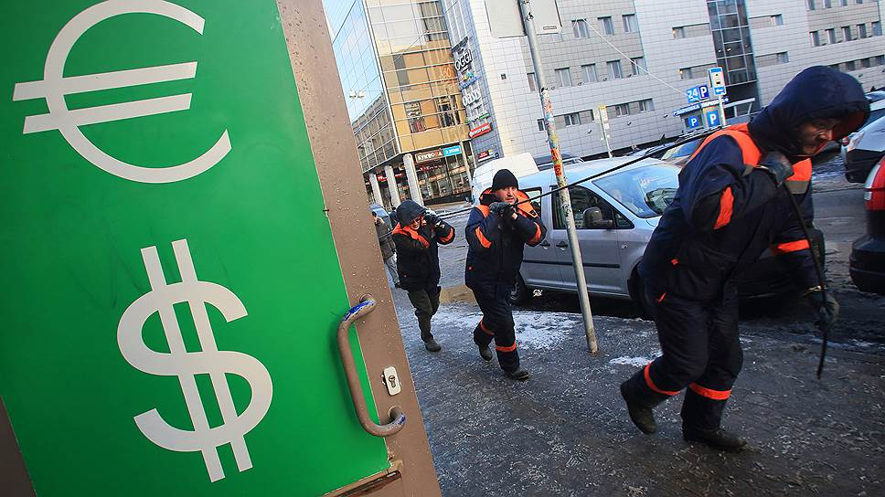 Рубли сбрасывают со счетов