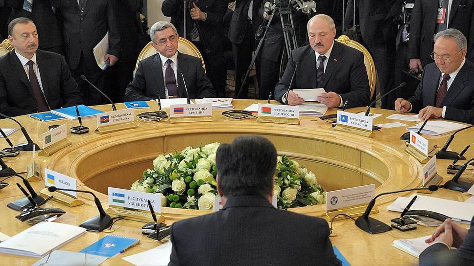 Старому содержанию СНГ придают новую реформу / Ряд членов Содружества ждут от него меньше бюрократии и больше политической отдачи