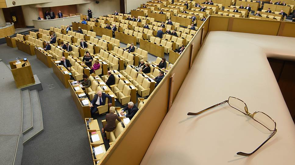 """Велика Россия, а выдвигать некого / """"Единая Россия"""" готова взять на выборы в Госдуму уже 17 региональных лидеров"""