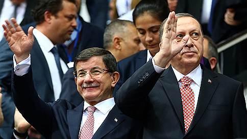 Турция и ЕС разминулись на пути друг к другу // Отставка премьера Давутоглу угрожает европейским перспективам Анкары