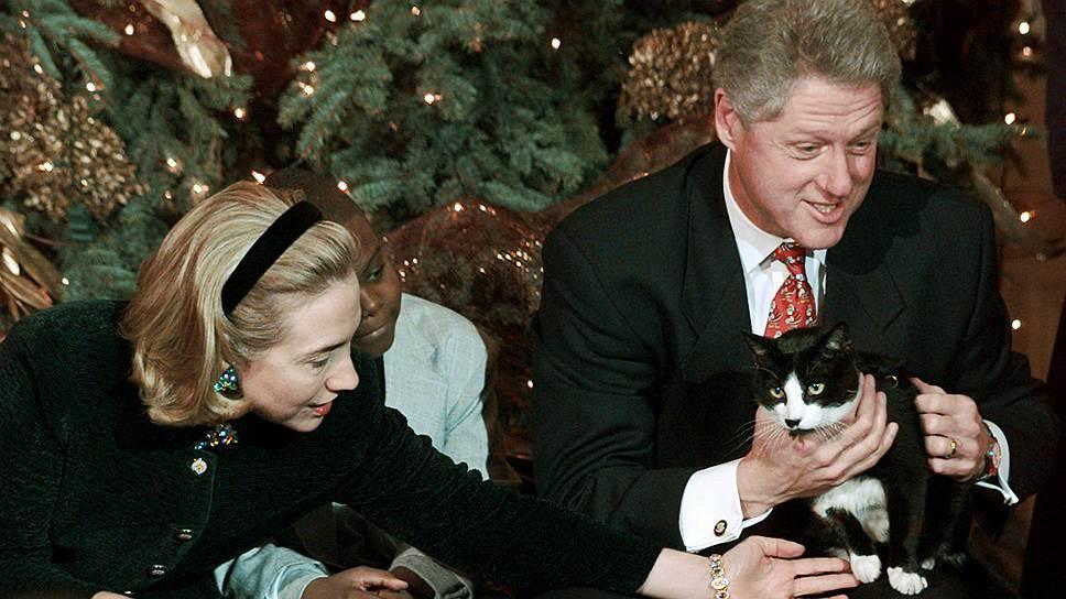 Кандидат в президенты США от Демократической партии Хиллари Клинтон с мужем, бывшим президентом Америки Биллом Клинтоном