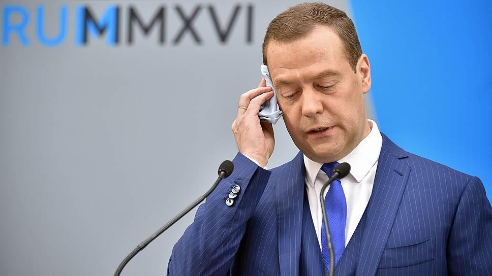 Дмитрий Медведев рассказал юристам о перспективах правовой системы