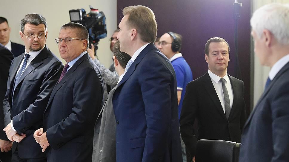 Как Дмитрий Медведев и банкиры готовились к войне с хакерами