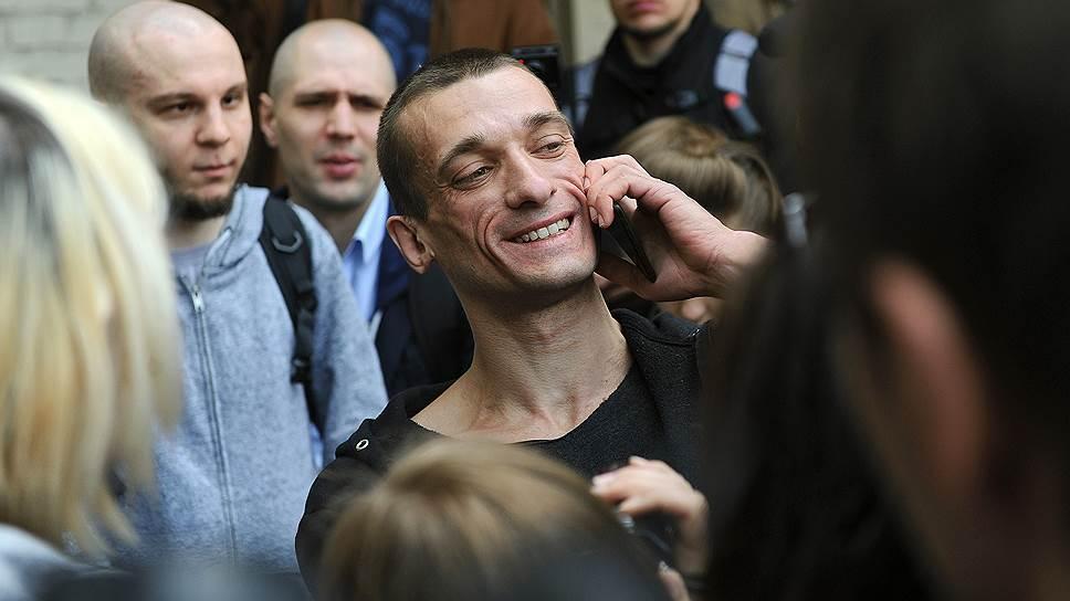За что Петр Павленский был приговорен к штрафу