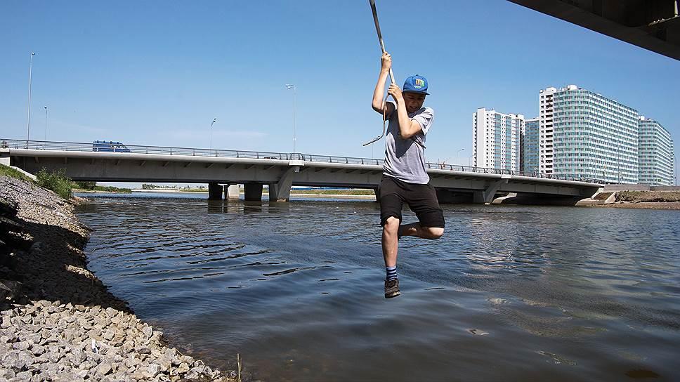 Как мост развел Санкт-Петербург
