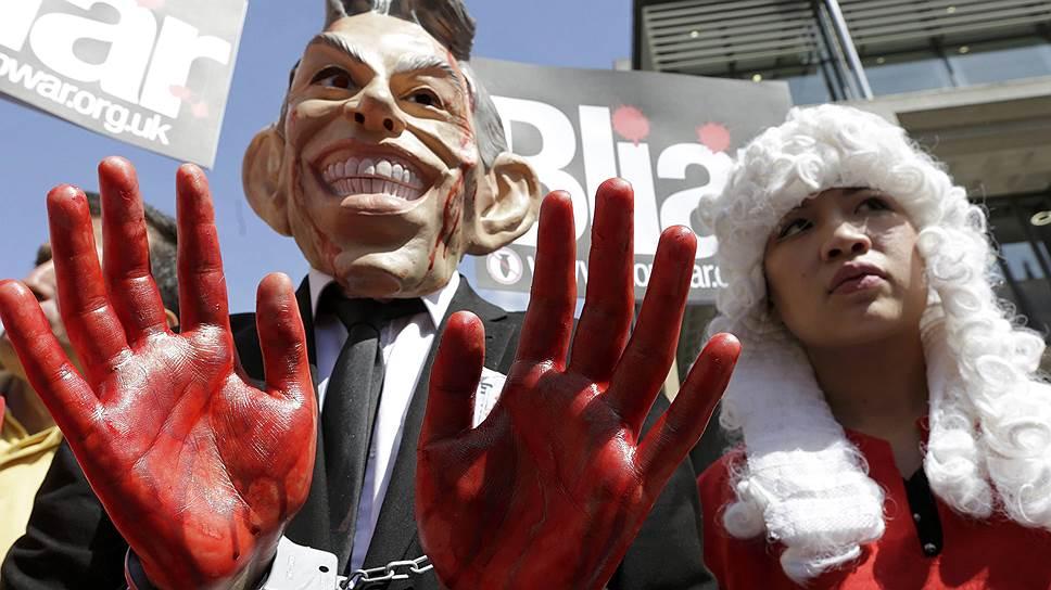 Собравшиеся в центре Лондона демонстранты нашли в обнародованном докладе доказательства того, что именно Тони Блэр виновен в гибели десятков британских солдат