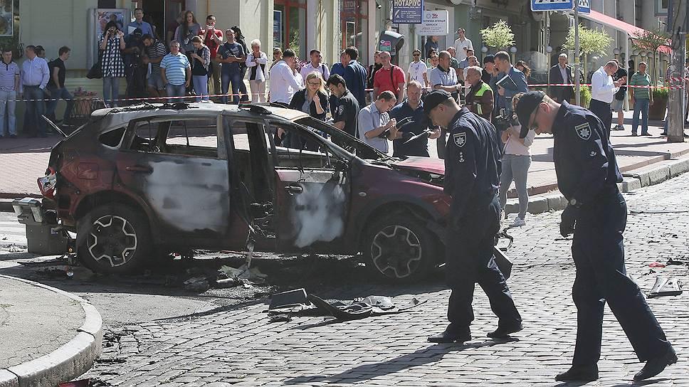 Павел Шеремет был убит в машине его коллеги и гражданской жены Алены Притулы