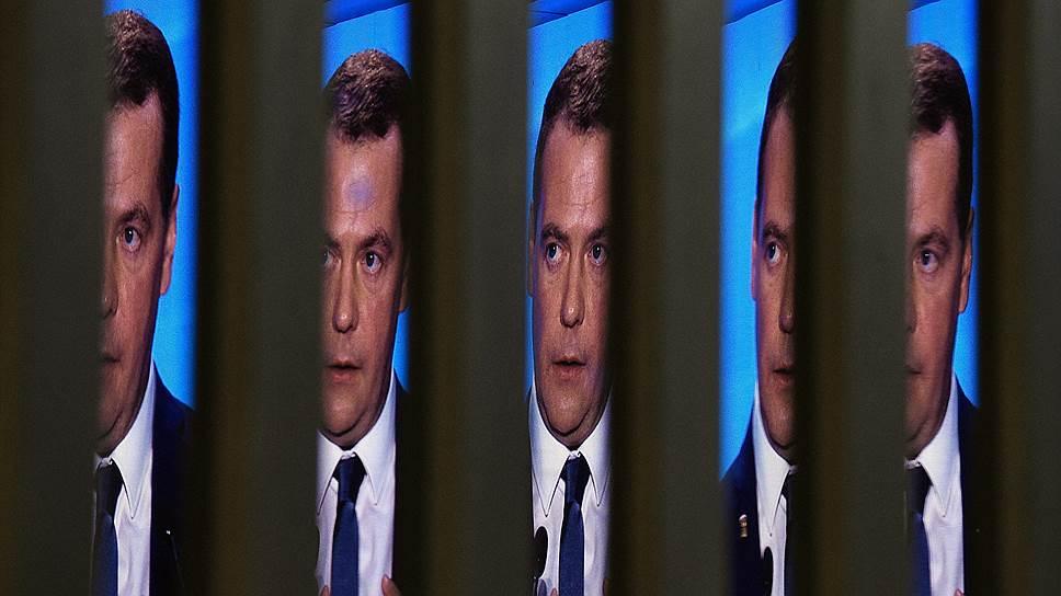 Почему «Единая Россия» решила использовать в агитации образ Дмитрия Медведева