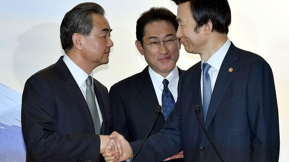 Из-за чего главы МИДов Китая, Японии и Южной Кореи дружно осудили КНДР
