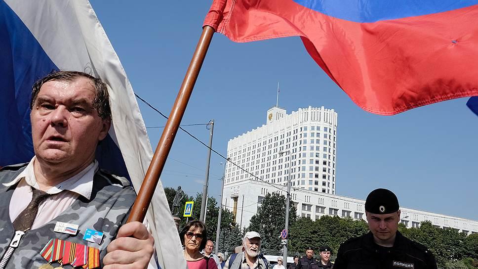 Чем в работе правительства недовольны россияне
