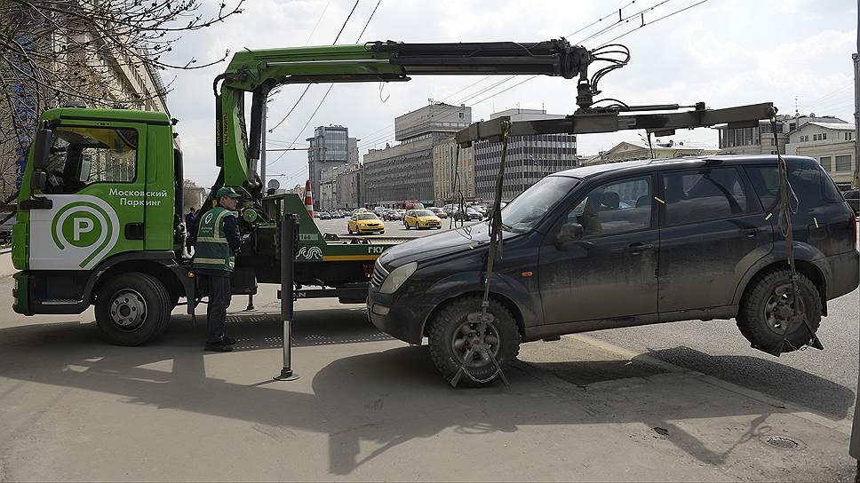 Столичные власти решили не менять стоимость перемещения машин на штрафстоянки