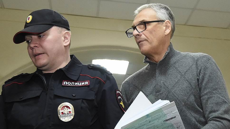 Как перед завершением следствия по делу экс-губернатора суд утвердил конфискацию его имущества