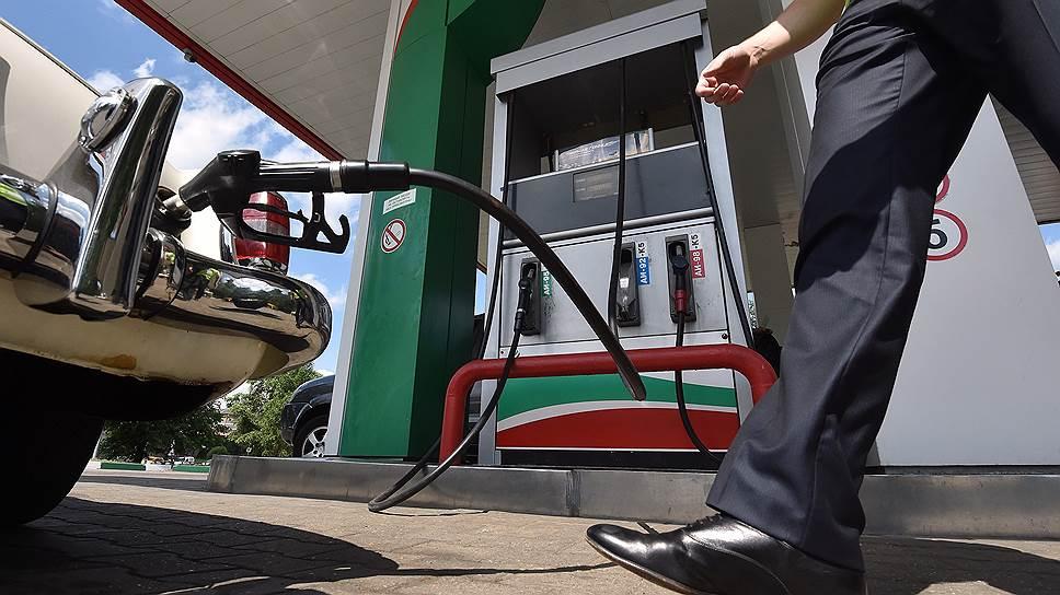 Биржевые цены на бензин продолжили резкое августовское снижение и в сентябре
