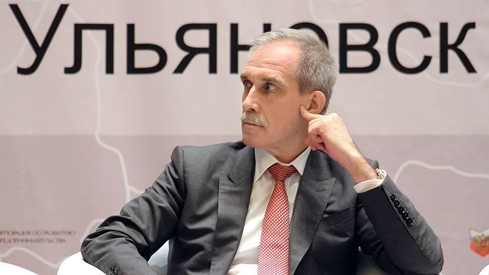 Эти губернаторские выборы — вторые для Сергея Морозова, на первые он успел выдвинуться как раз перед отменой выборов глав регионов