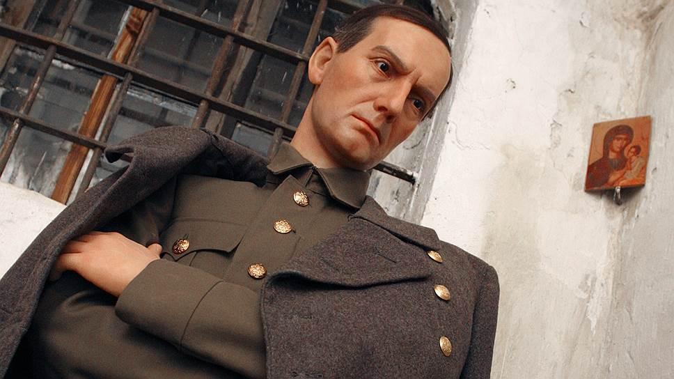 Кто выступал за установление мемориальной доски адмиралу Колчаку