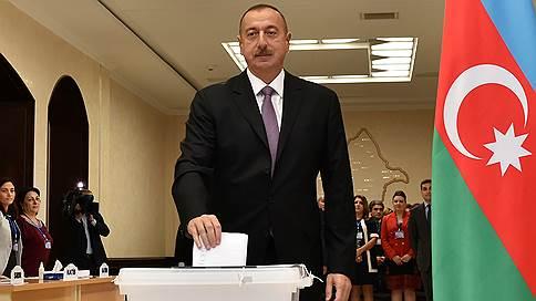 Президент Азербайджана попросил вотум доверия // В стране прошел референдум о поправках к конституции