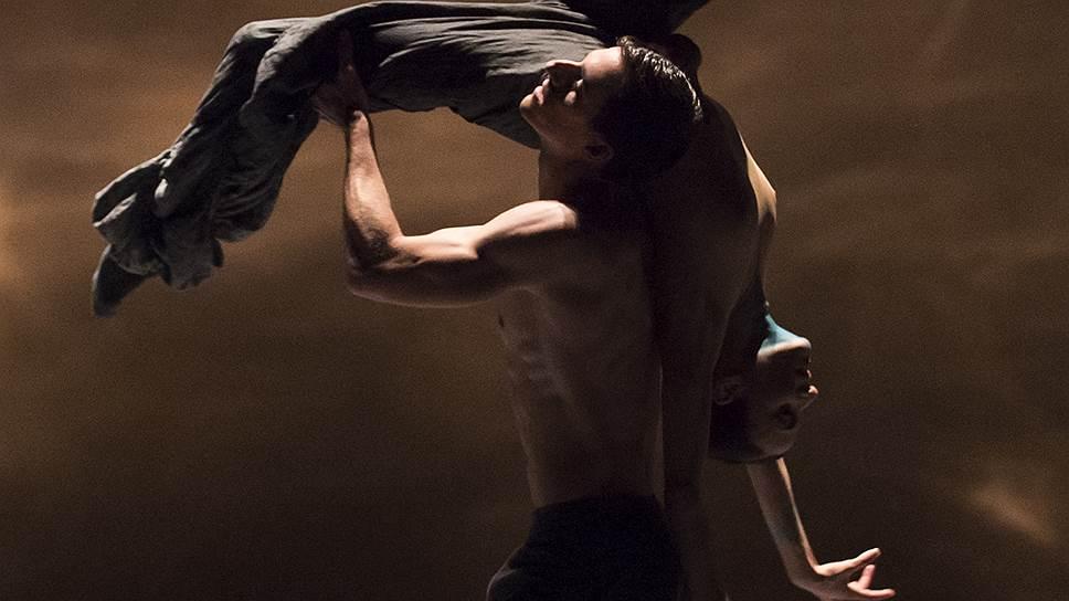 По задумке хореографа Кристал Пайт танцевальные трансформации должны олицетворять переменчивость природы