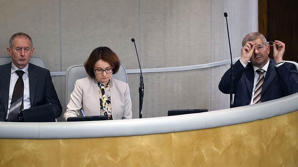 Дмитрий Тулин (справа) присмотрит за надзором вместо Алексея Симановского
