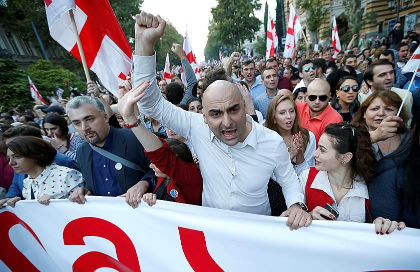 Участники манифестации в Тбилиси были уверены, что экс-президент Грузии Михаил Саакашвили уже через несколько дней сможет триумфально вернуться в страну