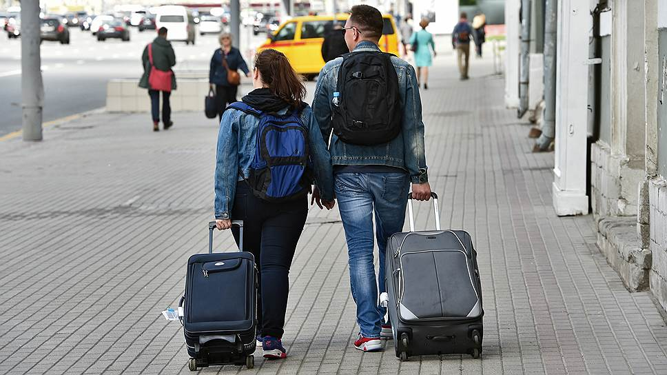 Почему у россиян начинает возвращаться интерес к коротким поездкам за рубеж и по России
