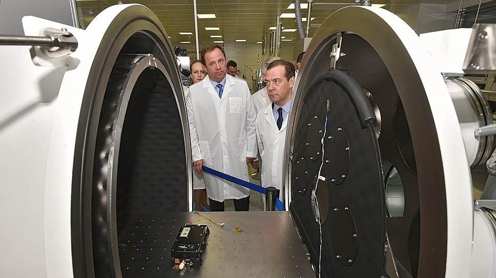 Как Дмитрий Медведев ознакомился с продукцией компании «Гонец»